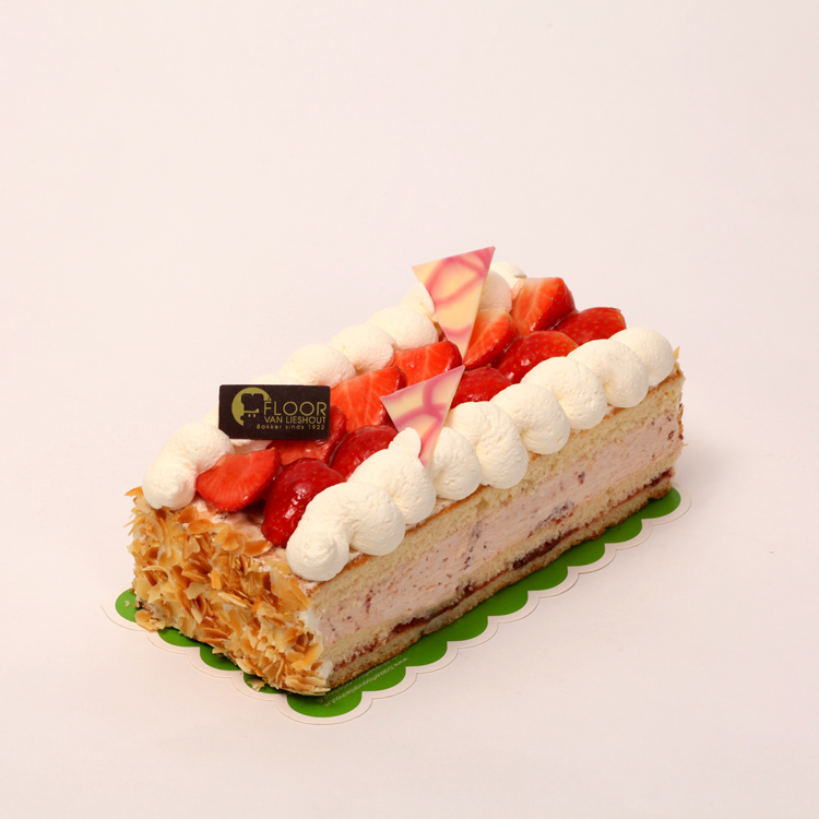 Verse aardbeien slagroom snit van Bakkerij Floor van Lieshout