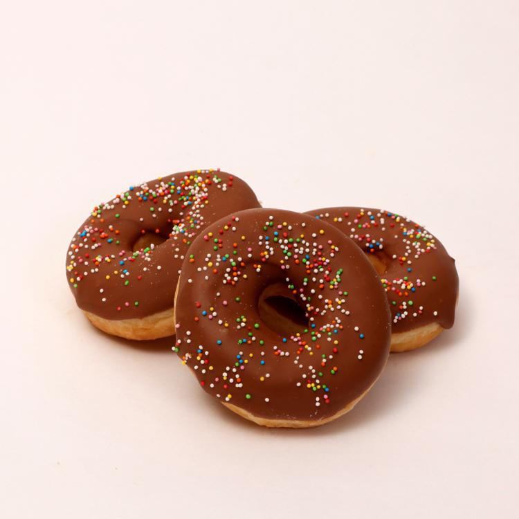 Donut overgoten met chocolade van Bakkerij Floor van Lieshout