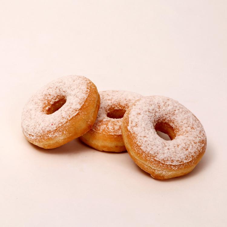 Donuts overdekt met poedersuiker van Bakkerij Floor van Lieshout