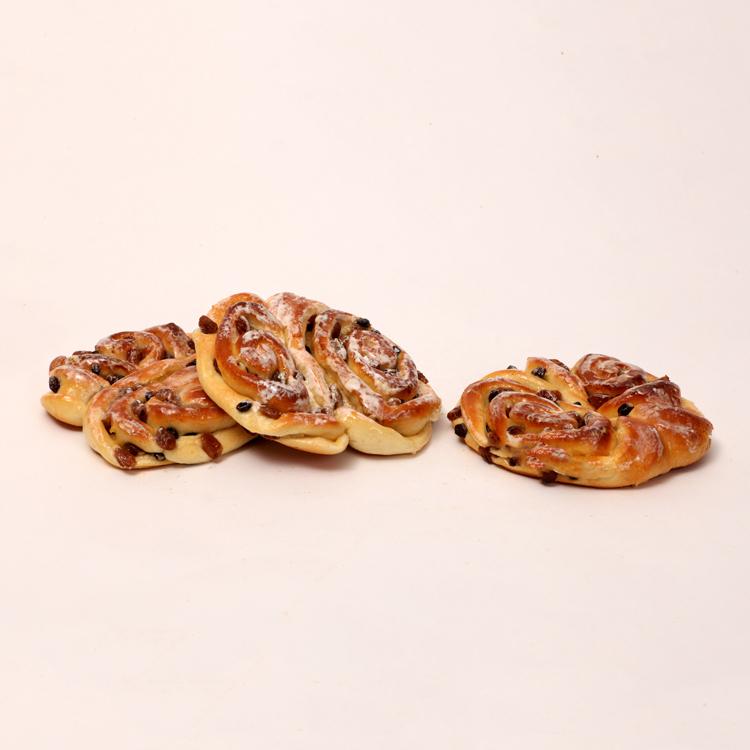 koffiebroodje met room en rozijnen van bakkerij floor van lieshout