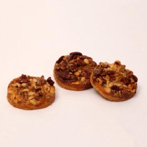 notengebakje met hazelnoten, walnoten, pecannoten, cashewnoten en pinda's van bakkerij floor van lieshout