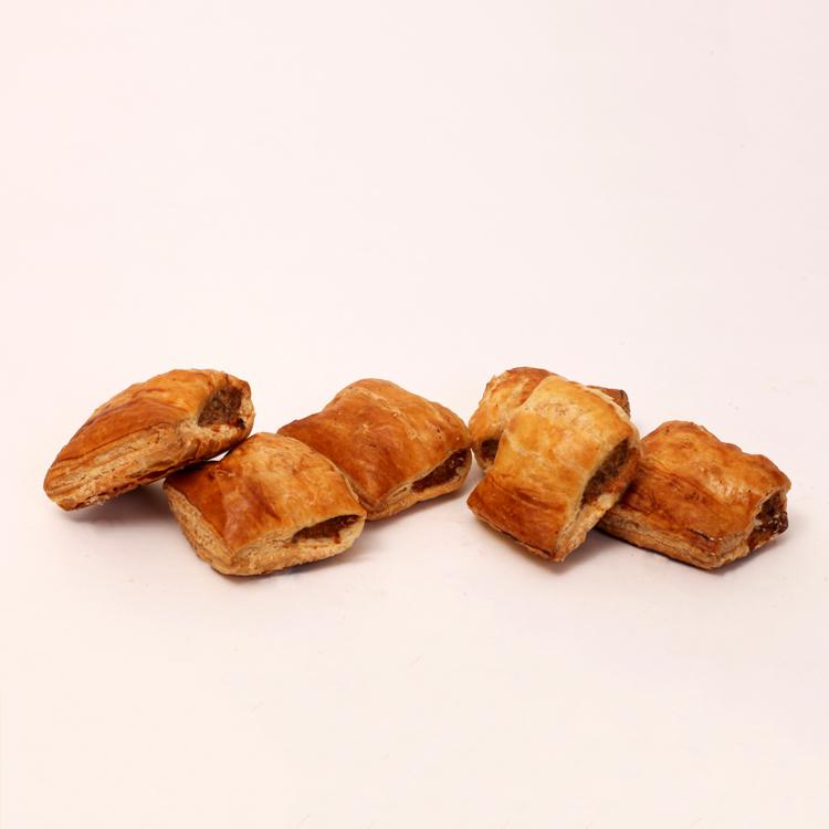 Mini saucijzenbroodjes gemaakt volgens oud recept uit de familie van bakkerij floor van lieshout