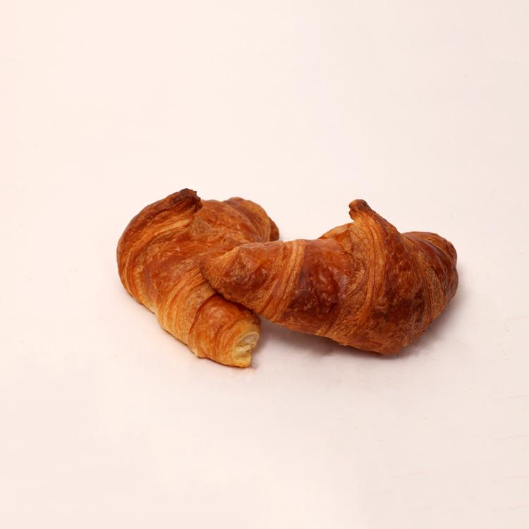 Roomboter croissant dagelijks vers gebakkenTilburgse worstenbroodjes met eigen geheim recept van bakkerij floor van lieshout