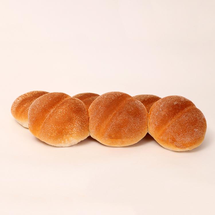 Witte vloerkadetjes ofwel witte broodjes op de vloergebakken van bakkerij floor van lieshout