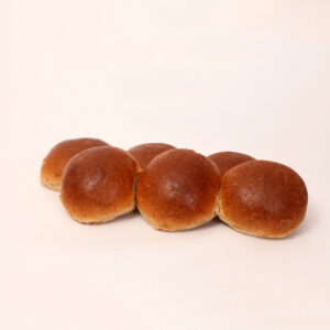 Bruine ronde tarwebolletjes van bakkerij floor van lieshout