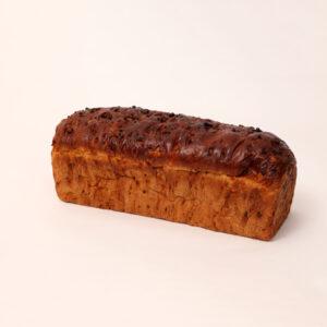 Rijkelijk goed gevuld sucade brood met verse sucade van bakkerij floor van lieshout
