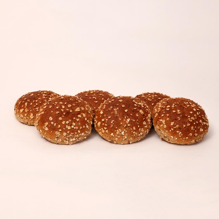 Broodjes gemaakt van speltbloem voor een lekker alternatief van het normale tarwe bolletje van bakkerij floor van lieshout