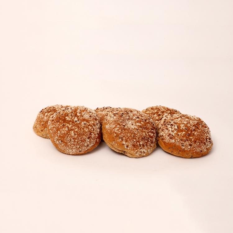 Koolhydraat arme broodjes afgewerkt met lijnzaad en rijstemeel van bakkerij floor van lieshout