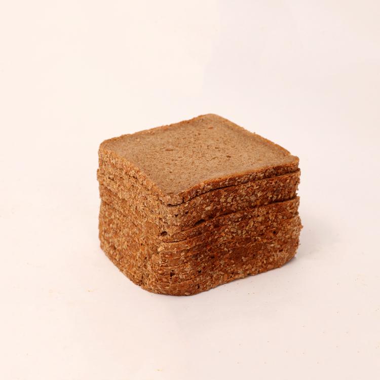 Vers roggebrood volgens oud Brabants recept van bakkerij floor van lieshout
