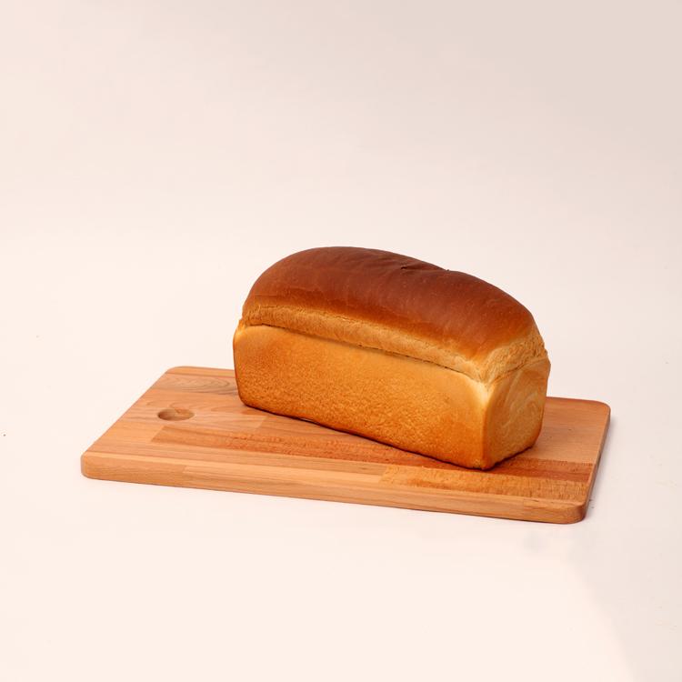 Wit melk brood gesneden of ongesneden